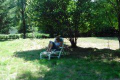 Luieren onder een boom